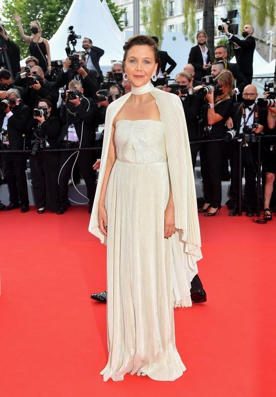 Bella Hadid va dan sao long lay tren tham do Cannes 2021-Hinh-10
