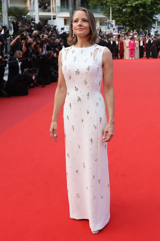 Bella Hadid va dan sao long lay tren tham do Cannes 2021-Hinh-11