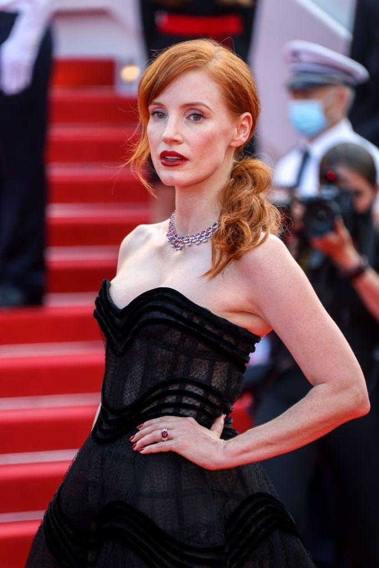 Bella Hadid va dan sao long lay tren tham do Cannes 2021-Hinh-7