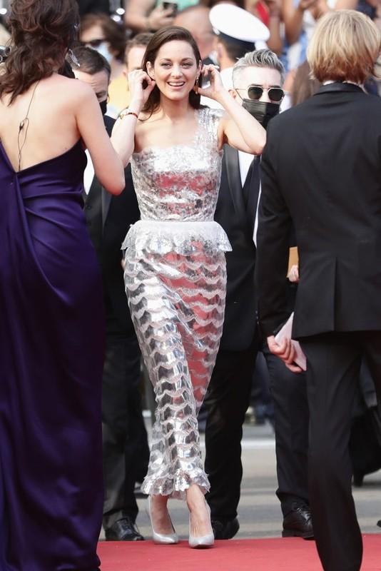 Bella Hadid va dan sao long lay tren tham do Cannes 2021-Hinh-8