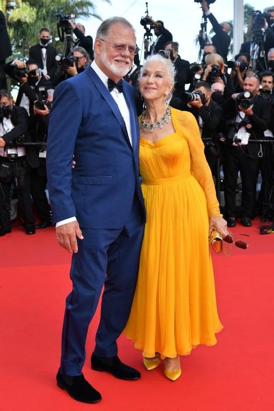 Bella Hadid va dan sao long lay tren tham do Cannes 2021-Hinh-9