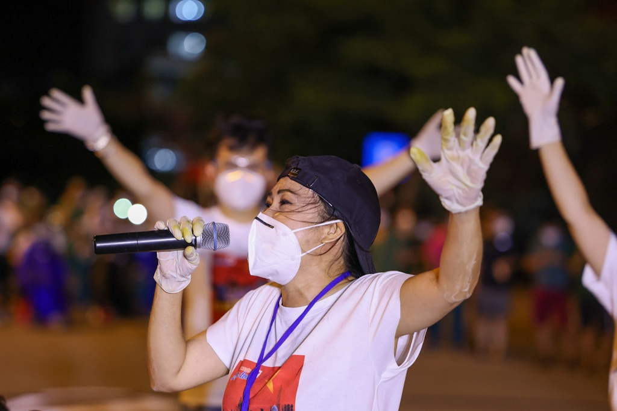 Xuc dong Tran Manh Tuan thoi saxophone truoc 10.000 benh nhan COVID-19-Hinh-6