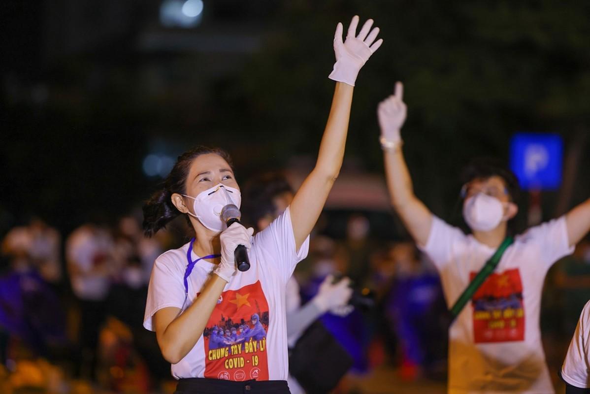 Xuc dong Tran Manh Tuan thoi saxophone truoc 10.000 benh nhan COVID-19-Hinh-8