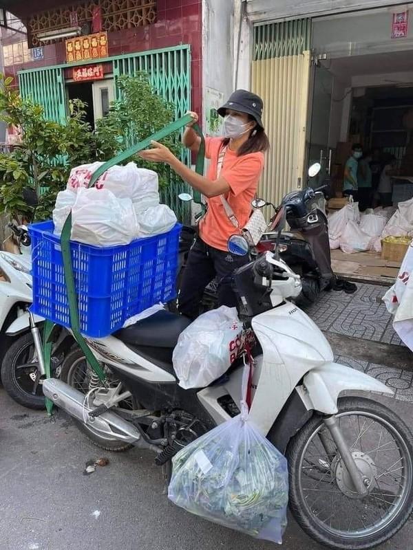 H'Hen Nie lam shipper va hinh anh xuc dong nghe si Viet mua dich-Hinh-2