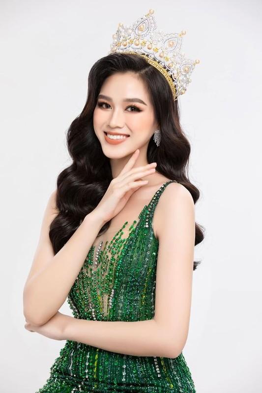 Ban chan Hoa hau Do Thi Ha sao lai ky di den the nay?