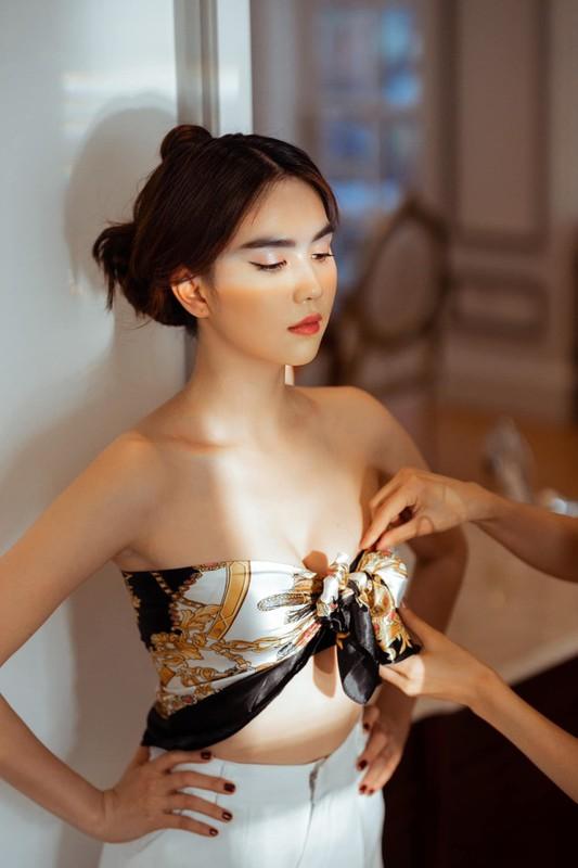Ngoc Trinh lay khan lam ao goi cam hut mat, lo diem ho henh-Hinh-4