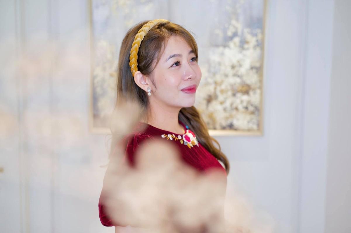 MC Diep Chi tre xinh o tuoi 35, song binh yen ben con gai-Hinh-5