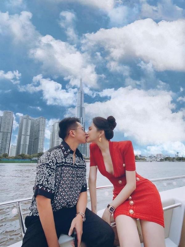 Matt Liu khoe dong ho tien ty, bi nghi song cung nha Huong Giang?