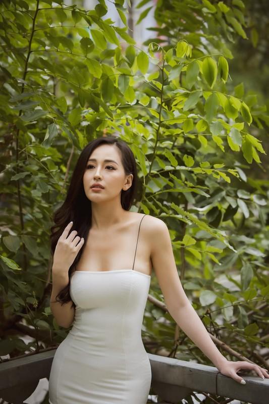 Tuyet chieu len do khoe nguc no chan thon cua Mai Phuong Thuy-Hinh-2