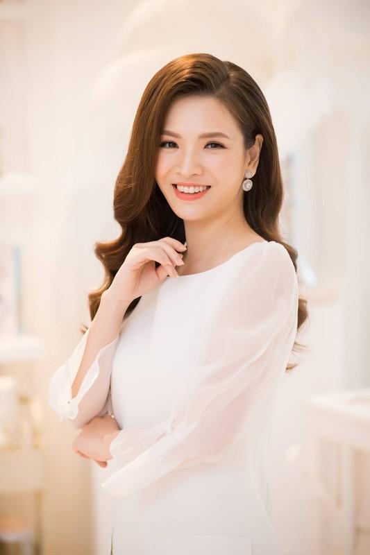 """Dan Le ban chuyen danh ghen, fan khen """"chuan khong can chinh""""-Hinh-4"""
