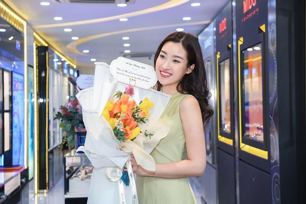 Do My Linh khoe phong ngap hoa trong ngay sinh nhat tuoi 25-Hinh-3