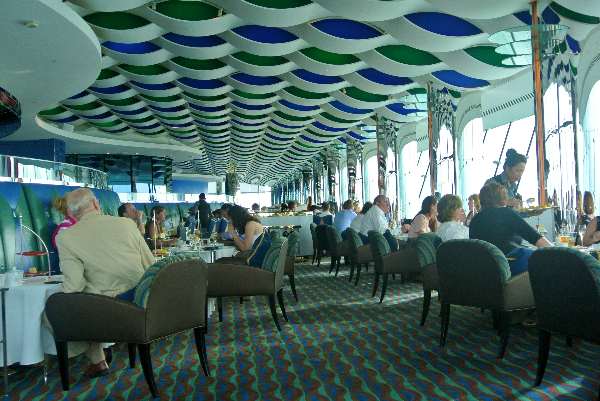 Bi mat khung trong quan bar dat do bac nhat Dubai-Hinh-5