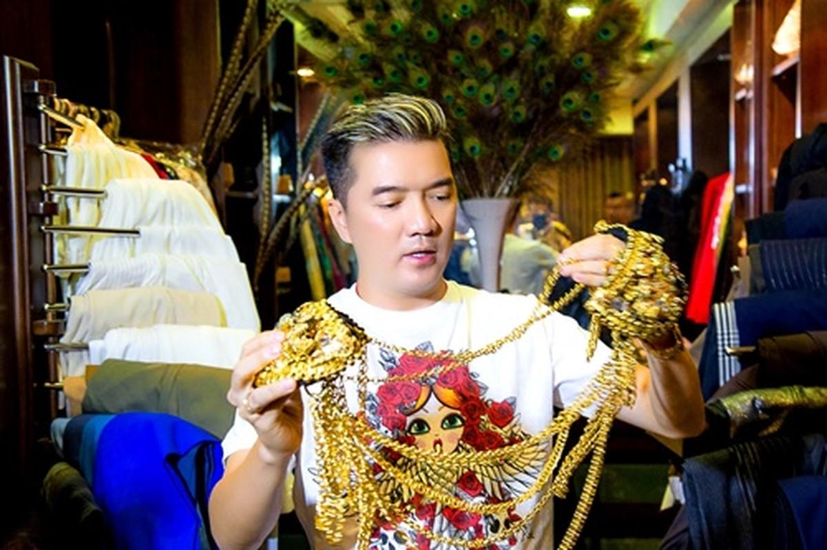 Loat phu kien vang rong gay choang cua Dam Vinh Hung-Hinh-3