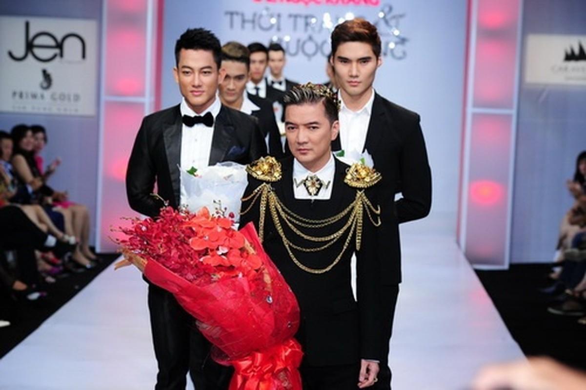 Loat phu kien vang rong gay choang cua Dam Vinh Hung