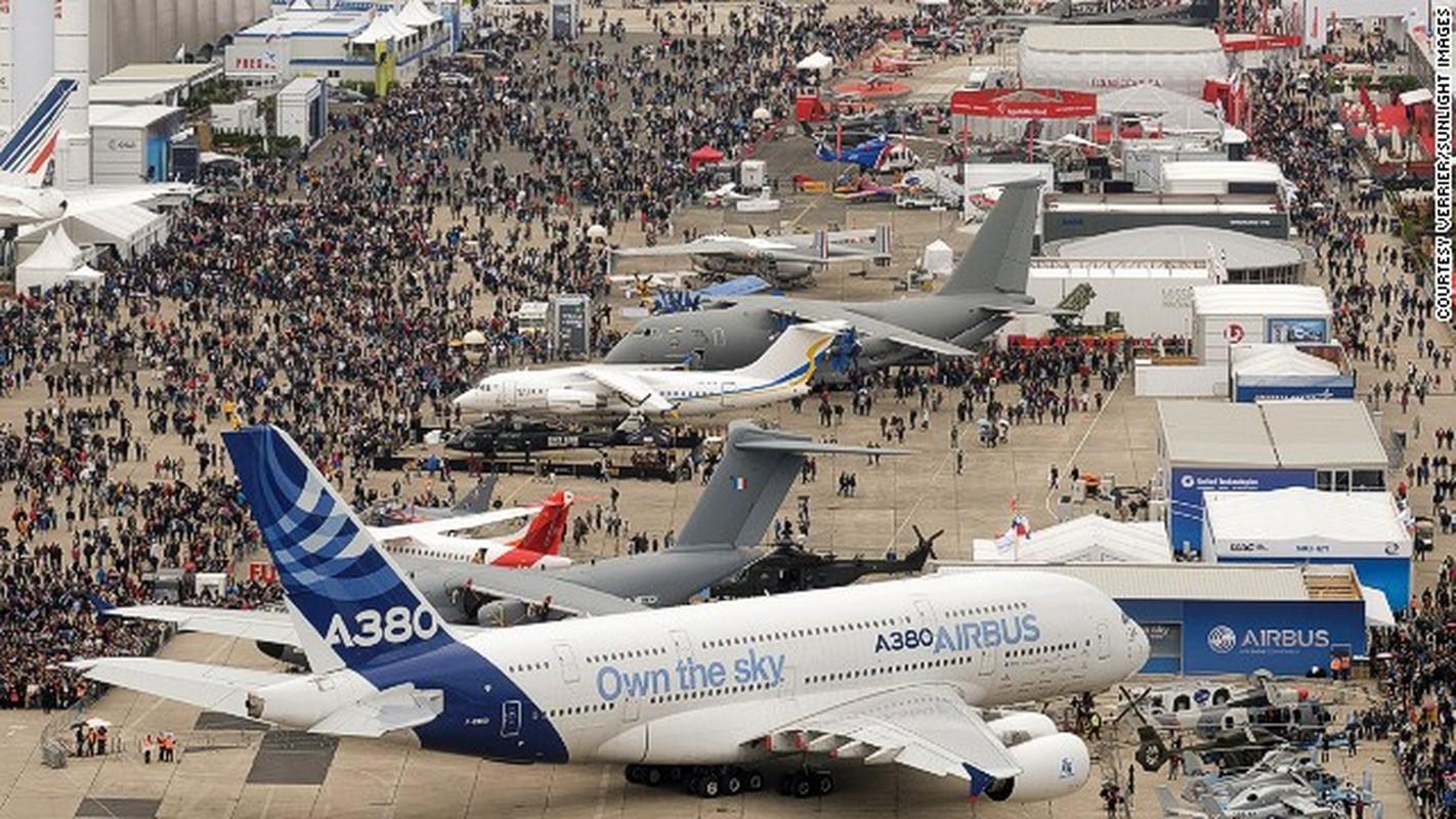 Toan canh hoanh trang cua trien lam hang khong Dubai Air Show-Hinh-2