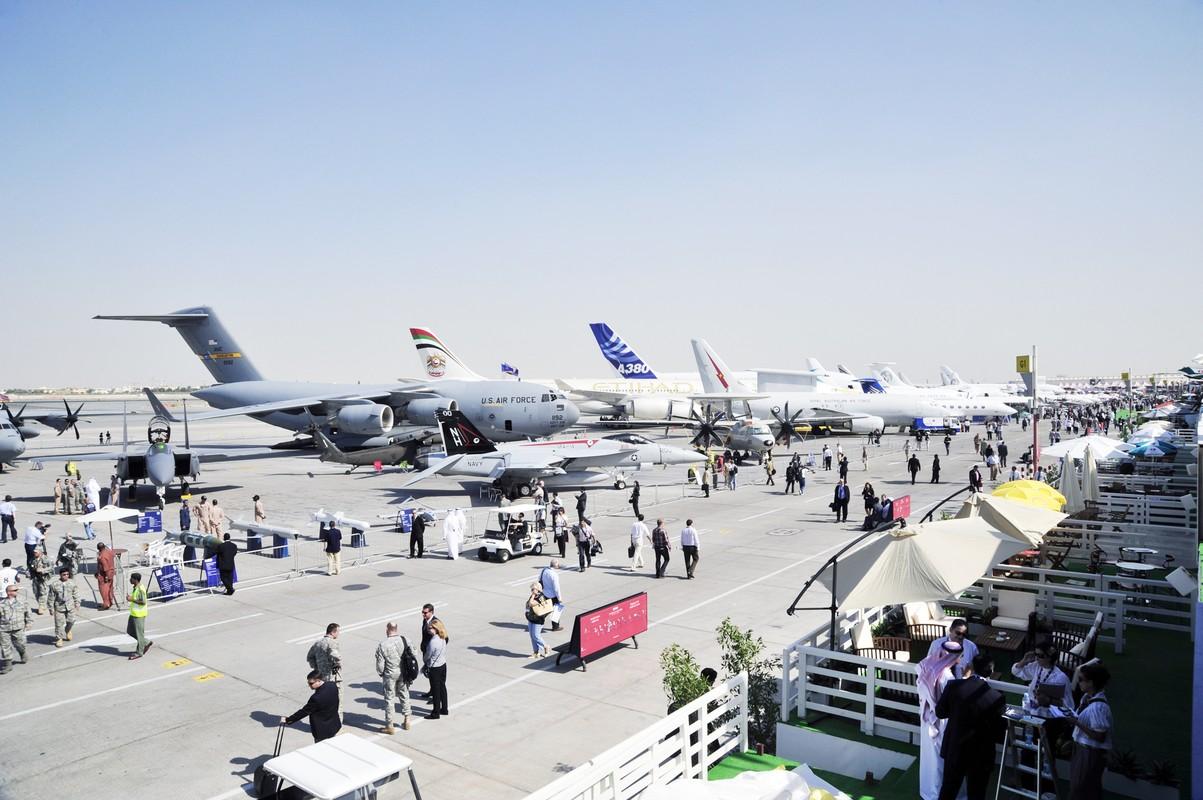 Toan canh hoanh trang cua trien lam hang khong Dubai Air Show-Hinh-3