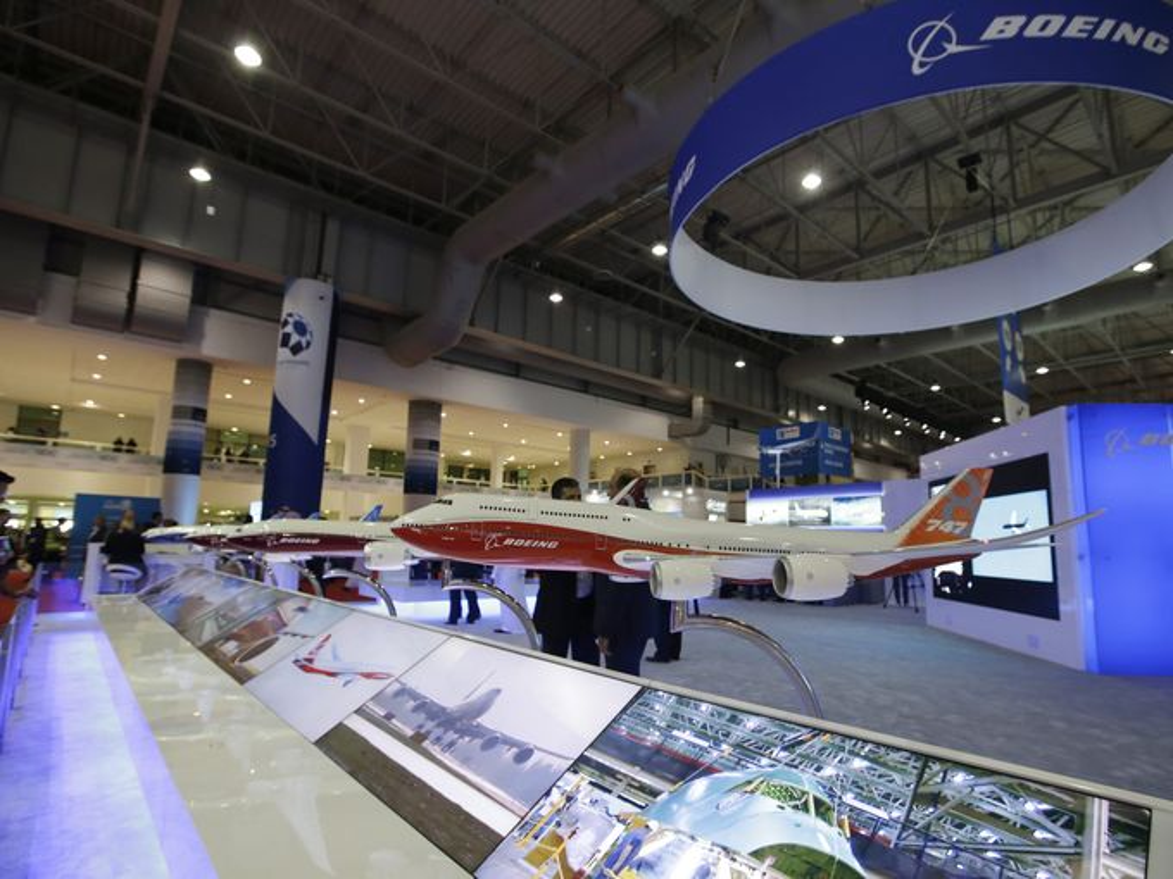 Toan canh hoanh trang cua trien lam hang khong Dubai Air Show