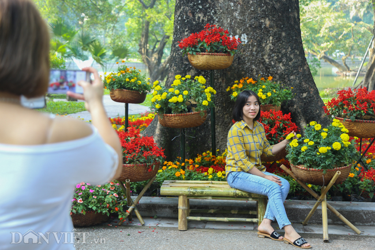 Trien lam hoa, cay canh tram trieu thu hut nguoi dan Ha Noi-Hinh-5