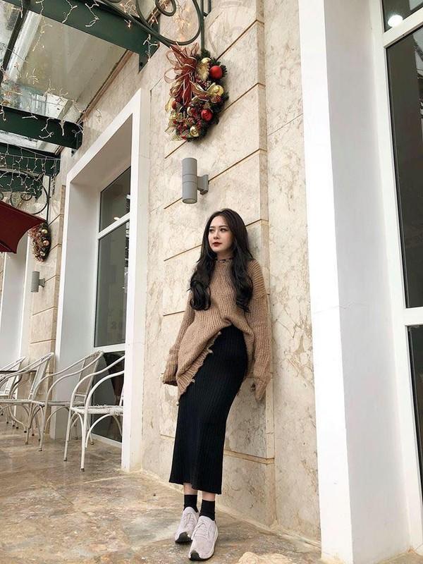 Ngam phong cach thoi trang cuc chat cua em ho Huong Tram xinh nhu mong-Hinh-4