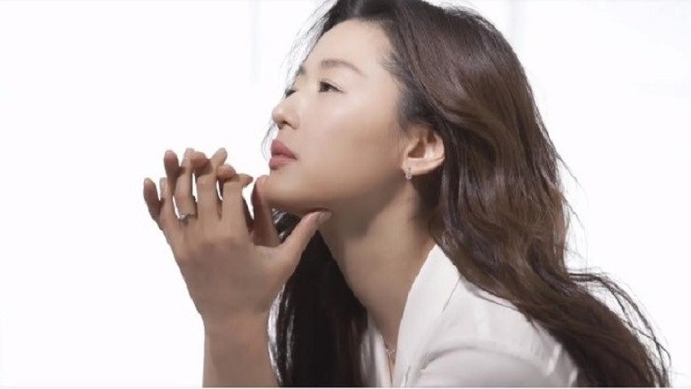 """Mo chanh"" Jun Ji Hyun dep kho cuong o tuoi 37"