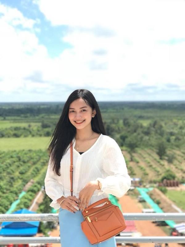 Tan Hoa hau Campuchia gay an tuong boi gu thoi trang tre trung-Hinh-11