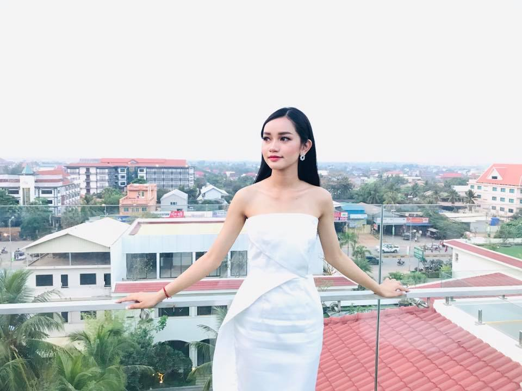 Tan Hoa hau Campuchia gay an tuong boi gu thoi trang tre trung-Hinh-3