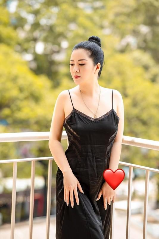 Khong ngo ca si Dinh Hien Anh lai co gu thoi trang goi cam den vay-Hinh-5