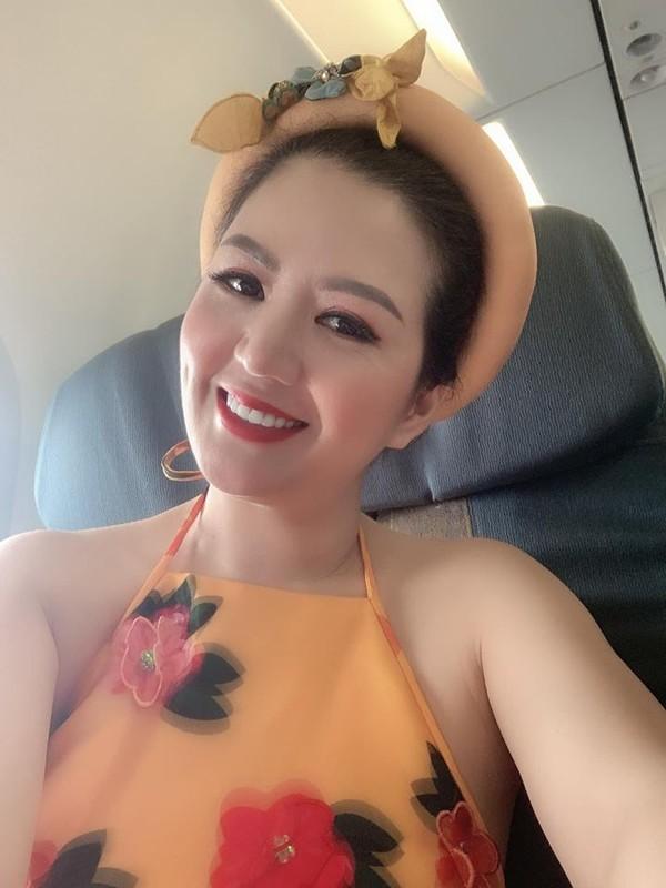 Khong ngo ca si Dinh Hien Anh lai co gu thoi trang goi cam den vay-Hinh-6