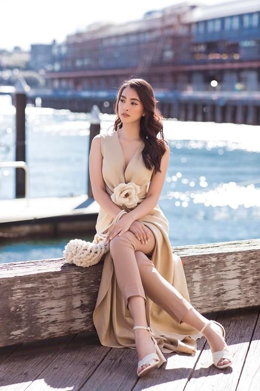 Soi chiếc đầm màu nude của Tiểu Vy mong manh đánh lừa thị giác