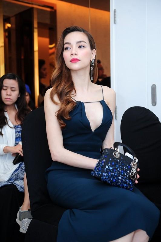 "Ho Ngoc Ha va nhung lan dien trang phuc ho bao gay ""nhuc mat""-Hinh-11"