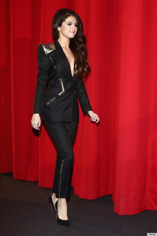 Selena Gomez chuong gu thoi trang tao bao tha rong khoe vong mot nong bong-Hinh-4