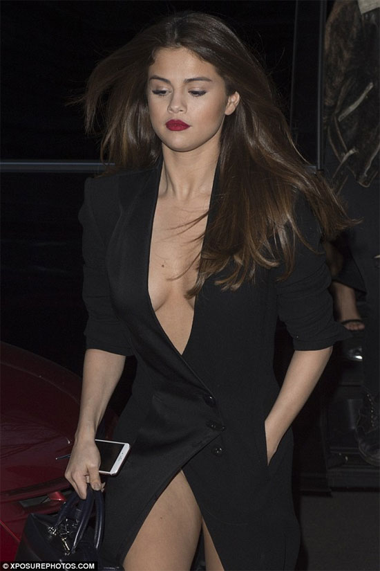 Selena Gomez chuong gu thoi trang tao bao tha rong khoe vong mot nong bong-Hinh-7
