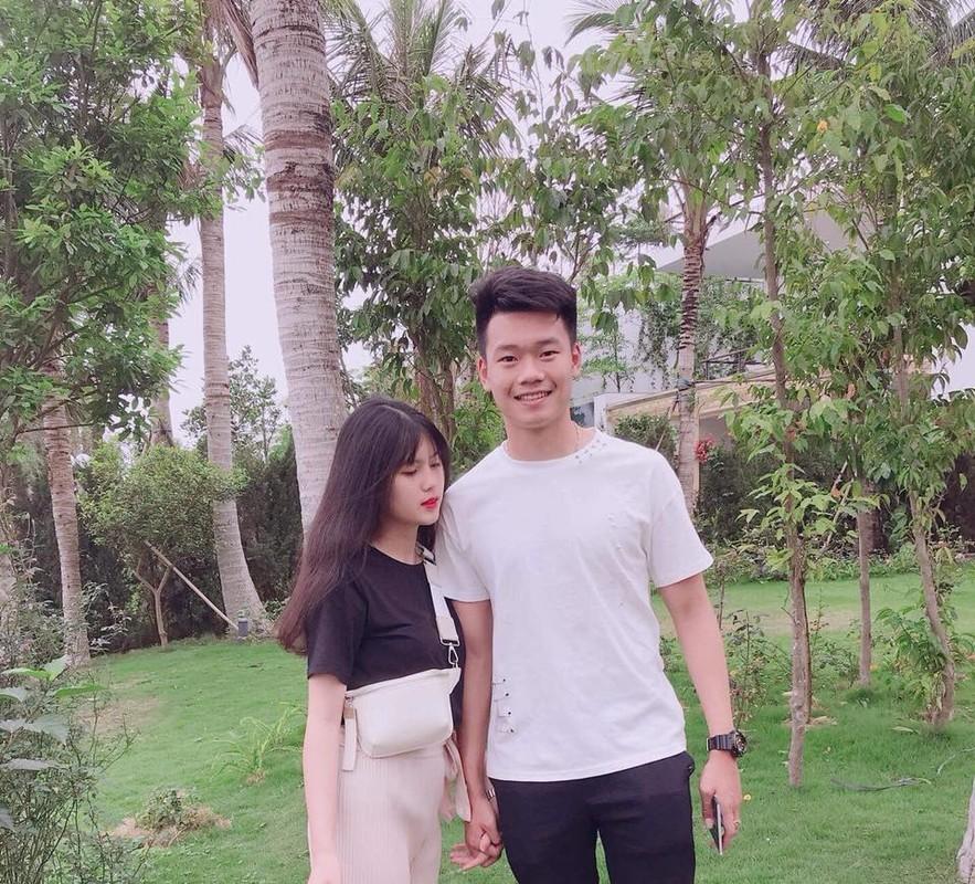 Soi trang phuc dong dieu cua cau thu Thanh Chung va ban gai xinh dep-Hinh-2