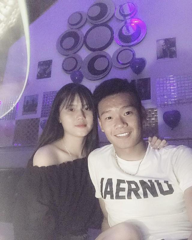Soi trang phuc dong dieu cua cau thu Thanh Chung va ban gai xinh dep-Hinh-6
