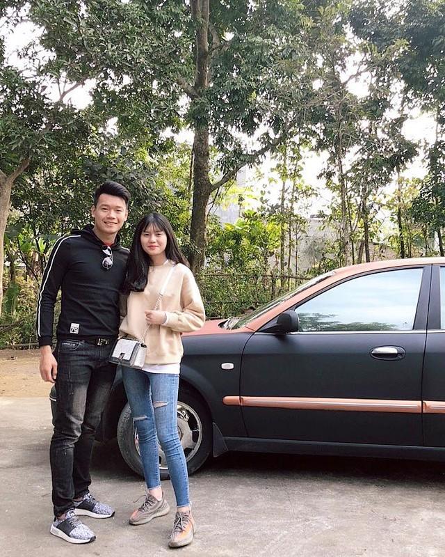 Soi trang phuc dong dieu cua cau thu Thanh Chung va ban gai xinh dep-Hinh-7