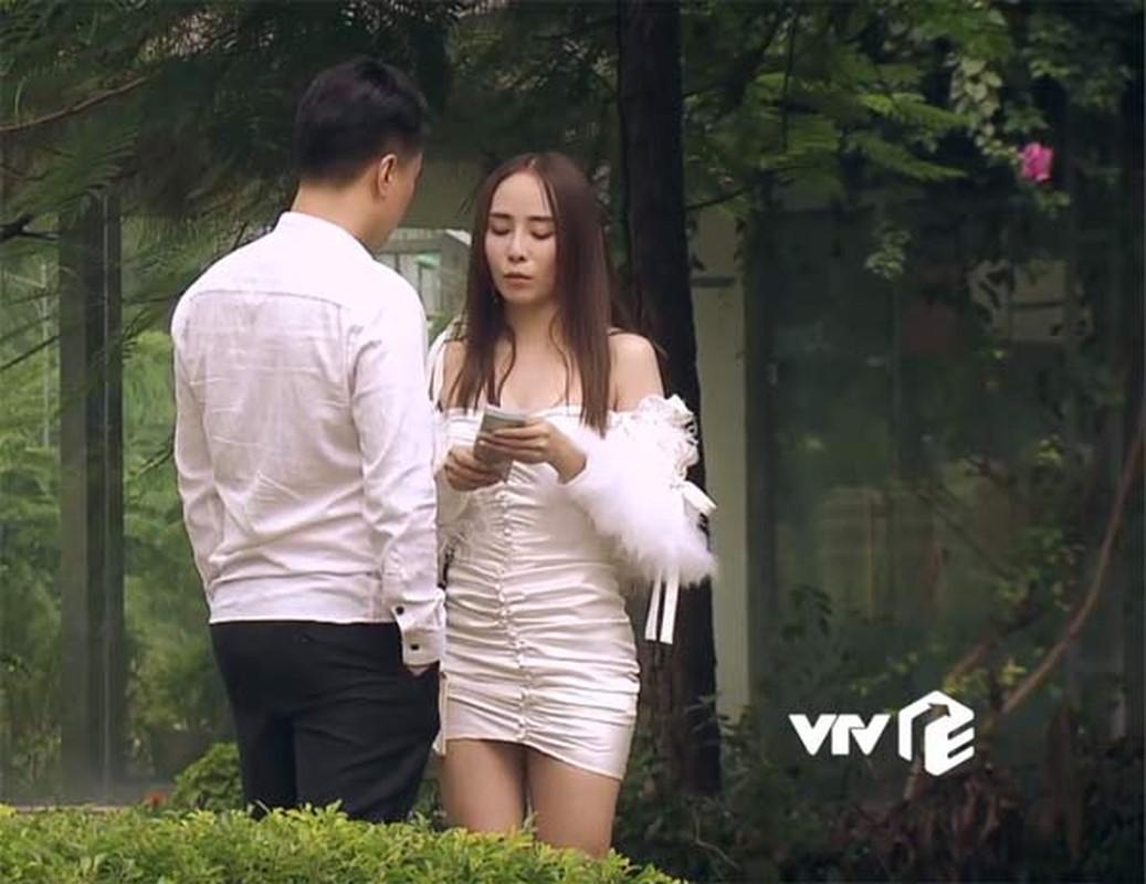 "Bong mat voi thoi trang sexy cua ""gai nganh"" Quynh Trinh trong Sinh Tu-Hinh-3"