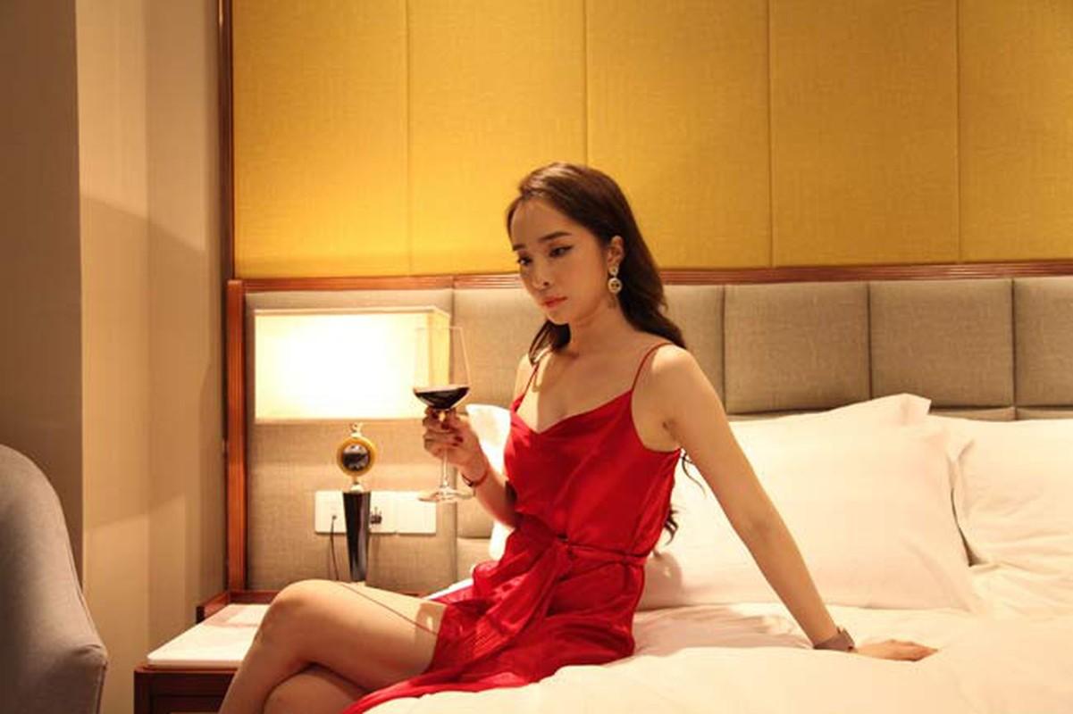 "Bong mat voi thoi trang sexy cua ""gai nganh"" Quynh Trinh trong Sinh Tu-Hinh-4"