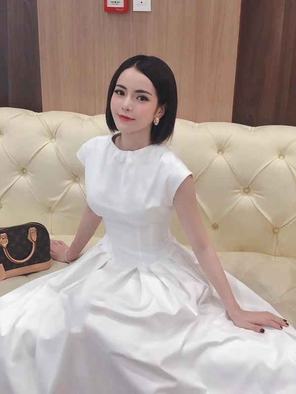 Khong ngo ban gai tin don cua Ngo Kien Huy an mac nong bong den vay-Hinh-8