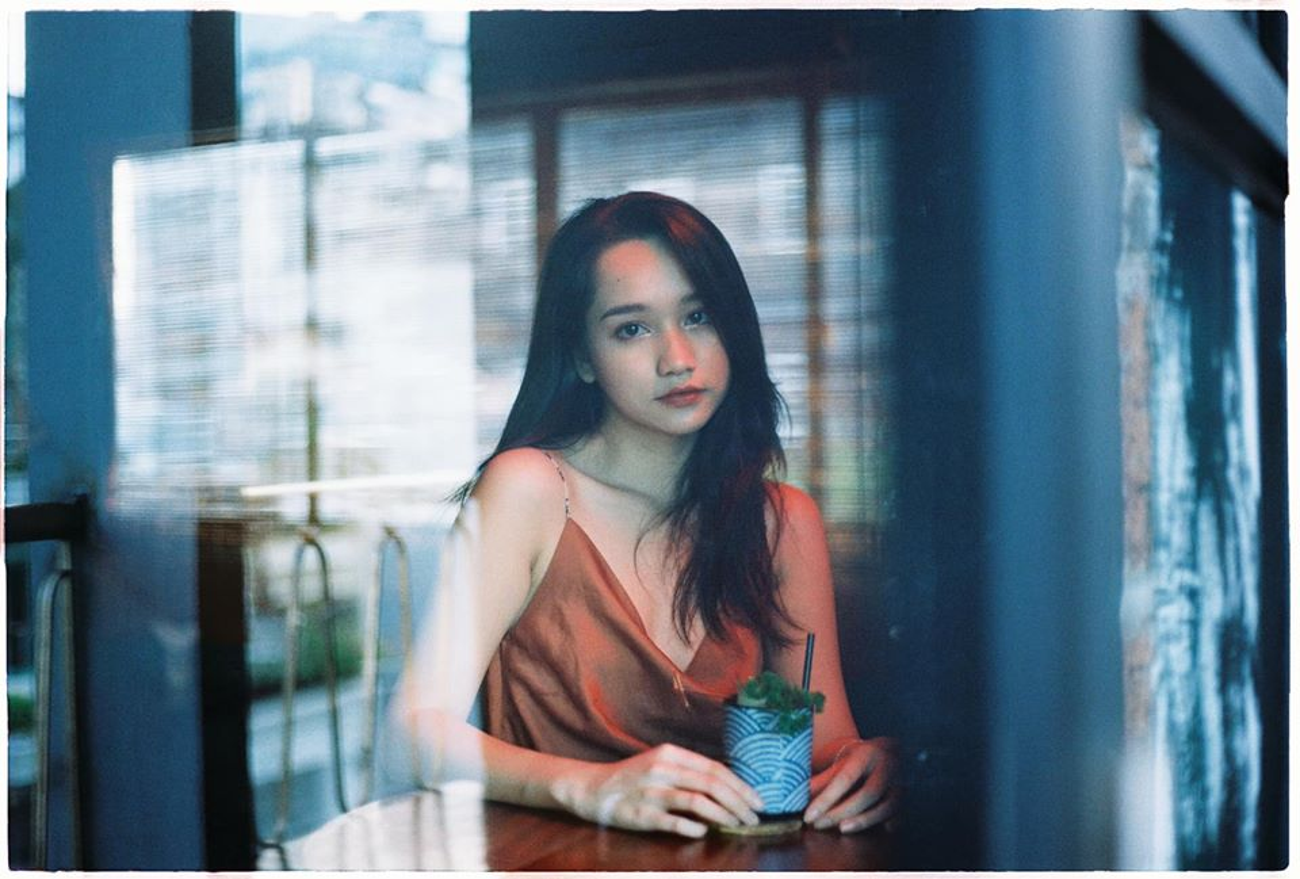 "Khong ngo nu chinh xinh dep trong ""Mat Biec"" chuong gu thoi trang goi cam den vay-Hinh-3"