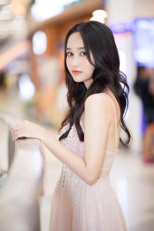 "Khong ngo nu chinh xinh dep trong ""Mat Biec"" chuong gu thoi trang goi cam den vay-Hinh-6"