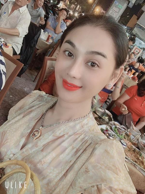 Bi quyet gi giup Lam Khanh Chi co lan da tre trung nhu gai doi muoi-Hinh-3