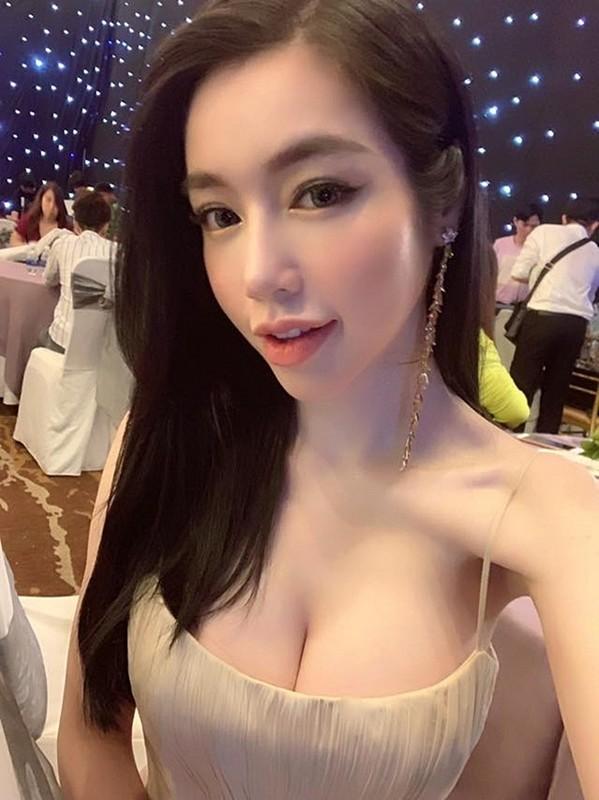 Loat vay day la loi tuong sap roi cua Elly Tran, Nha Phuong-Hinh-5