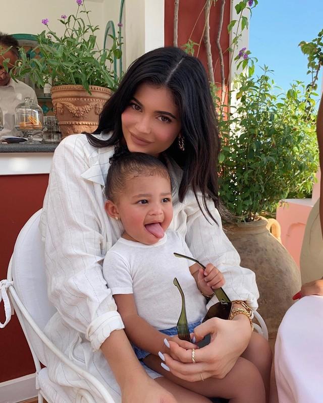 Do doi cuc chanh cua nu ti phu Kylie Jenner va con gai be nho gay sot-Hinh-8