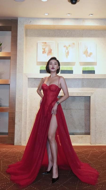 Van Mai Huong ngay cang chuong gu thoi trang nong bong, goi cam-Hinh-2