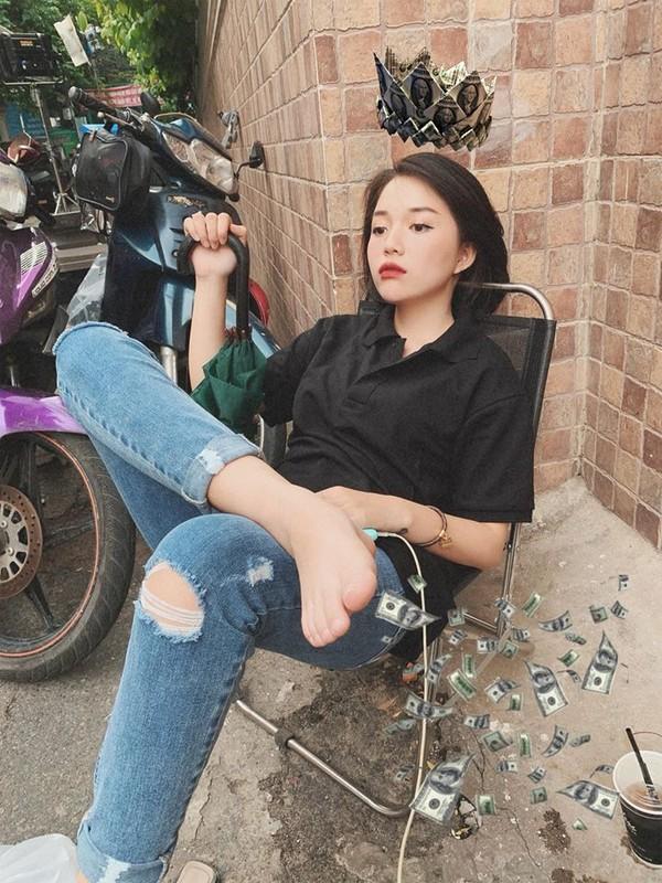 """Khong ngo """"tieu tam"""" trong MV moi cua Midu ngoai doi an mac quyen ru den vay-Hinh-9"""