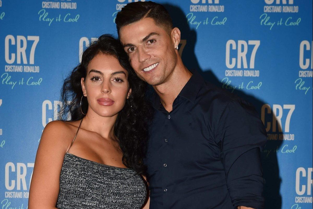 "Ban gai Cristiano Ronaldo so huu thoi trang nong bong ""dot mat""-Hinh-3"