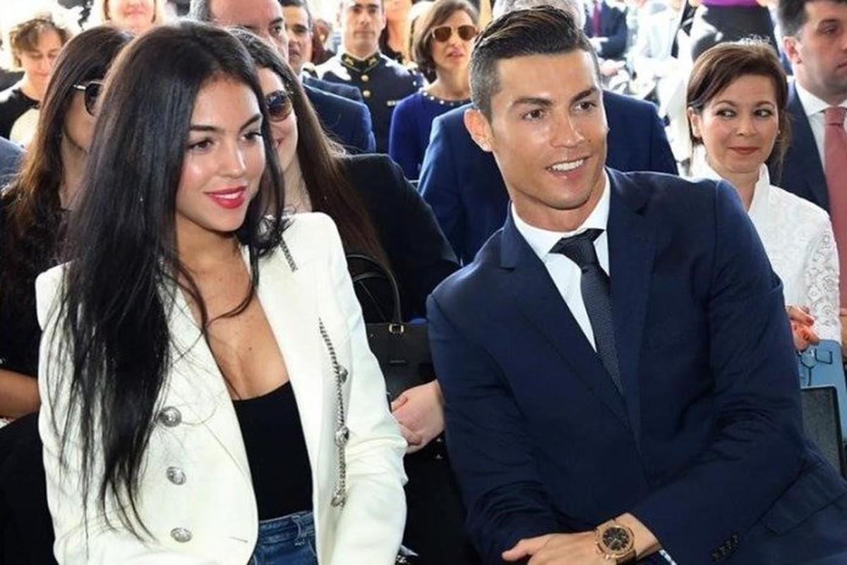 "Ban gai Cristiano Ronaldo so huu thoi trang nong bong ""dot mat""-Hinh-9"