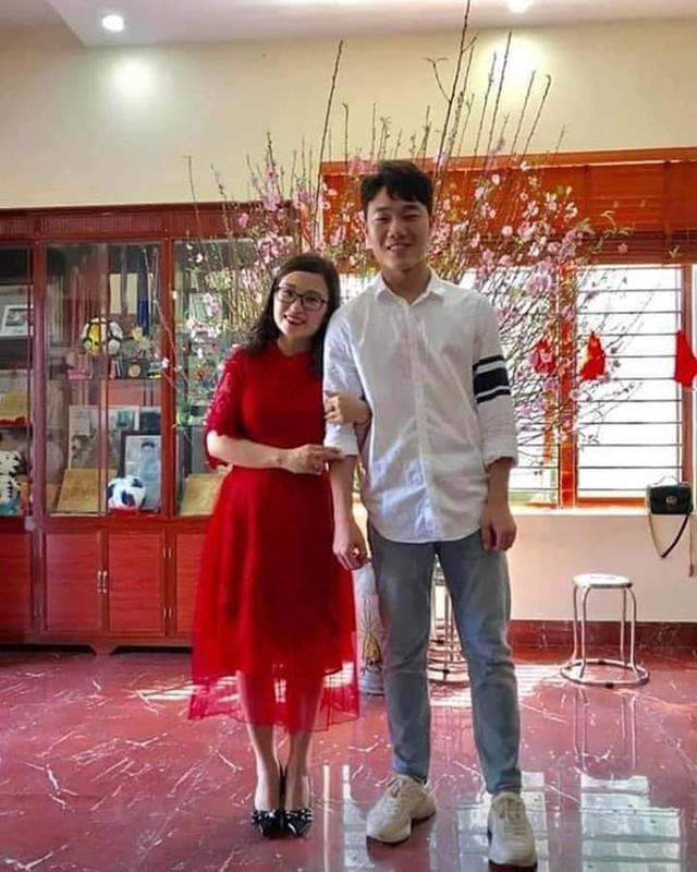 Chiem nguong dan cau thu Viet an mac banh bao don Tet-Hinh-2
