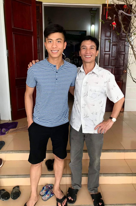 Chiem nguong dan cau thu Viet an mac banh bao don Tet-Hinh-6