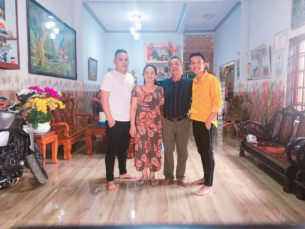 Chiem nguong dan cau thu Viet an mac banh bao don Tet-Hinh-7